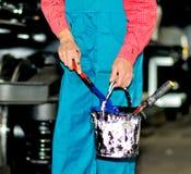 Hand av en arbetare i en fabrik Royaltyfria Bilder