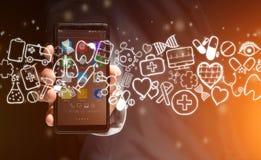 Hand av en hållande smartphone för man med medicinska symboler lite varstans Arkivfoton