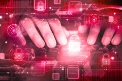 Hand av en hacker på datortangentbordet med den låsta upp symbolen, cyberattack, unsecured nätverk, internetsäkerhet Arkivbild