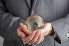 Hand av Person Very Gently Holds Globus royaltyfria foton