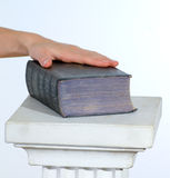 hand and bible Royalty Free Stock Photography