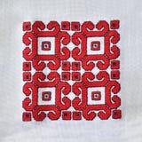Hand broderad bordduk med traditionella etniska motiv royaltyfria bilder