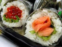 Hand-broodje sushi stock afbeelding