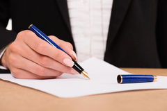 Hand of businesswoman with fountain pen Royalty Free Stock Photos