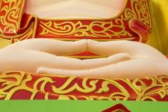 Hand chinesischer Art Buddhas im chinesischen Tempel bei Phitsanulok, Thailand Lizenzfreie Stockfotos