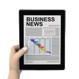 Hand 3d und Wirtschaftszeitung auf Tablette Lizenzfreie Stockfotografie