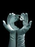 In hand de bol van het glas Stock Afbeelding