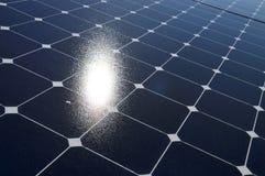 In hand de energie van de zon Stock Afbeelding