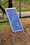 In hand de energie van de zon Stock Foto