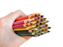 In hand de potloden van de kleur Stock Afbeeldingen