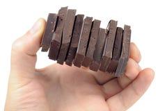 in Hand de Stukken van de chocolade Royalty-vrije Stock Foto's