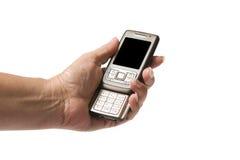 Hand der älteren Frau, die ein Mobiltelefon anhält Lizenzfreie Stockbilder