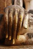 Hand der alten Buddha-Statue Stockbild