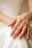 Hand der Braut Stockfoto