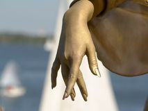 Hand der eleganten Goldfrauen Lizenzfreies Stockfoto