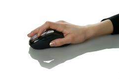 Hand der Frau auf Maus Stockbild