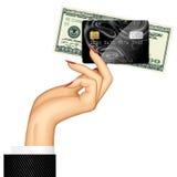 Hand der Frau Kreditkarte- und Dollarbanknote halten Lizenzfreies Stockbild