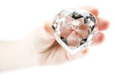 Hand der Frauen hält Kristall an Lizenzfreies Stockbild
