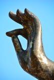 Hand der goldenen Buddha-Statue Stockfotografie