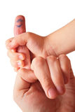 Hand der Kinder hält Finger an Lizenzfreie Stockfotos