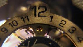 Hand der Stempeluhrstellengesichtsstundenminute zweite stock video