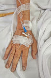 Hand des alten Patienten Stockbild