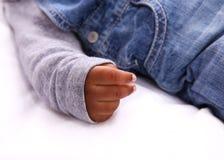 Hand des Babyschlafens Stockfotografie