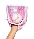 Hand des Baseball-Spielers mit rosa Handschuh und des Balls lokalisiert Lizenzfreie Stockfotografie