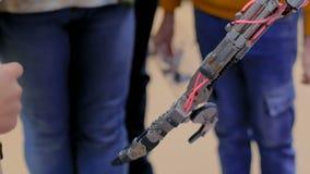 Hand des beweglichen Roboters stock footage