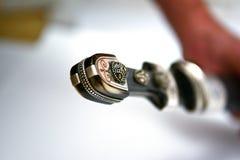 Hand des Circassian Dolches stockfotos
