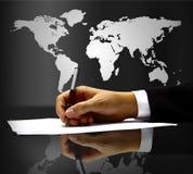 Hand des Geschäftsmannes mit Feder Lizenzfreie Stockbilder