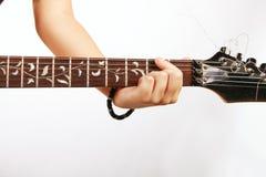 Hand des Gitarristen Stockfoto