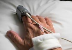 Hand des hospitaled Patienten Stockfotos