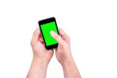 Hand des intelligenten Mobiltelefons des Manngebrauches mit Farbenreinheitsschlüssel-Grünschirm Lizenzfreies Stockfoto