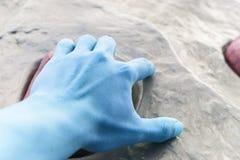 Hand des Kletterers. Stockbilder