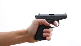 Hand des Mannes mit einer Pistole Stockfoto