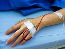 Hand des Patienten mit Gummigefäß Lizenzfreies Stockbild