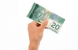 Hand, die 20 Dollarschein anhält Lizenzfreie Stockfotos