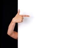 Hand die aan witte muur richt Stock Afbeelding