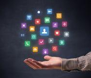 Hand, die Anwendungen hält lizenzfreie stockfotografie