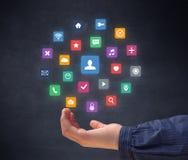 Hand, die Anwendungen hält lizenzfreie stockfotos