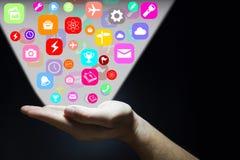 Hand, die Anwendungsikonen ausstrahlend glüht Lizenzfreie Stockbilder