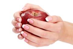 Hand, die Apfel hält Stockfotos