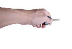 Hand, die Autoschlüssel auf Isolat hält Stockbild