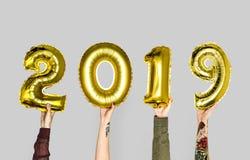 Hand, die Ballon des neuen Jahres 2019 hält lizenzfreies stockbild