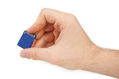 Hand die de blauwe kaart van het BRgeheugen hoding Stock Foto