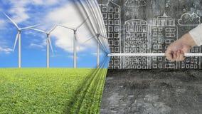 Hand, die den offenen Windkraftanlagevorhang umfasst graues Stadtbild zieht Lizenzfreie Stockfotografie
