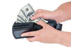 Hand, die 100 Dollar Banknoten von der Geldbörse zieht Stockbilder
