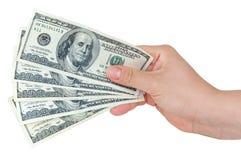 Hand die 100 dollarsbankbiljetten houdt Royalty-vrije Stock Foto's