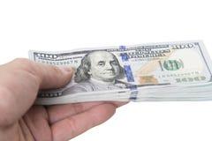 Hand, die 100 Dollarscheine hält Stockfoto